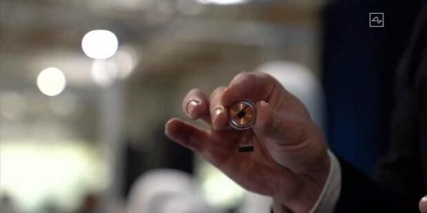 Компания Илона Маска успешно имплантировала чип в мозг
