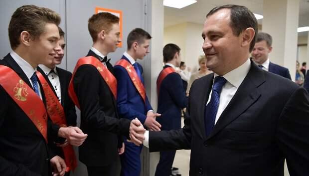 Брынцалов пожелал удачи на экзаменах подмосковным выпускникам