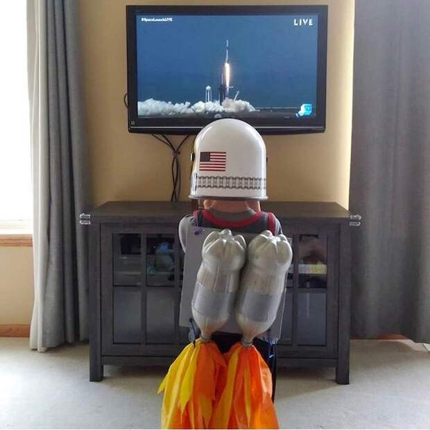 SpaceX запустила корабль Crew Dragon с людьми на МКС