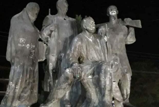 В Молдове изуродовали памятник Котовскому