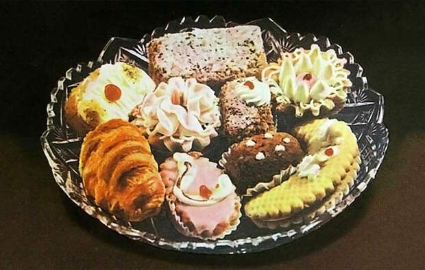 Легендарные советские пирожные: чем увлекались сладкоежки в СССР