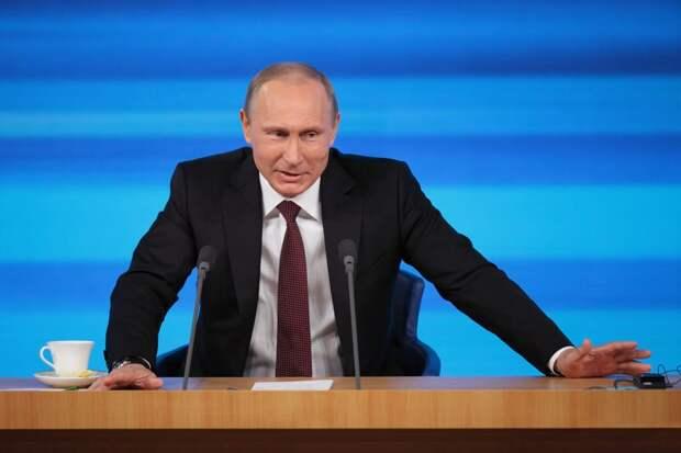 Путин сделал прививку от гриппа и призвал министров последовать его примеру