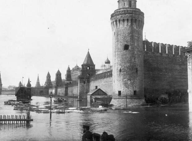 Как наводнение превратило Москву в Венецию (ФОТО)