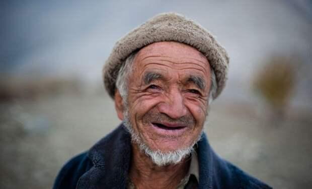 Улыбающийся старичок