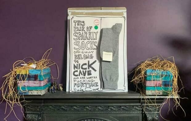 Ник Кейв подарил поклоннику носки, чтобы спасти его бар от закрытия