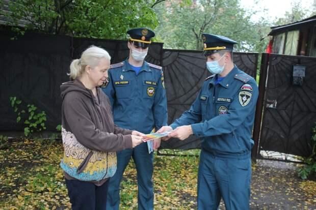 Специалисты МЧС по САО провели профилактический рейд в Молжаниновском районе