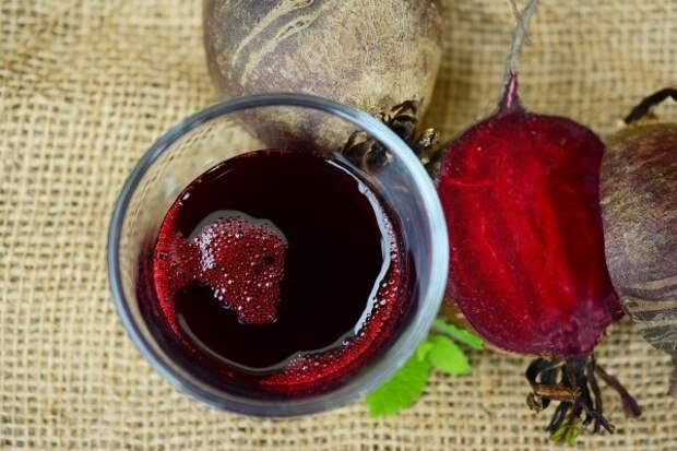 Свежевыжатый сок: почему он вреднее фруктов и овощей?