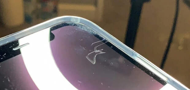 Хваленное стекло iPhone 12 очень легко поцарапать