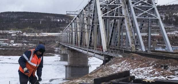Мост, отложенный из-за Крыма, строится