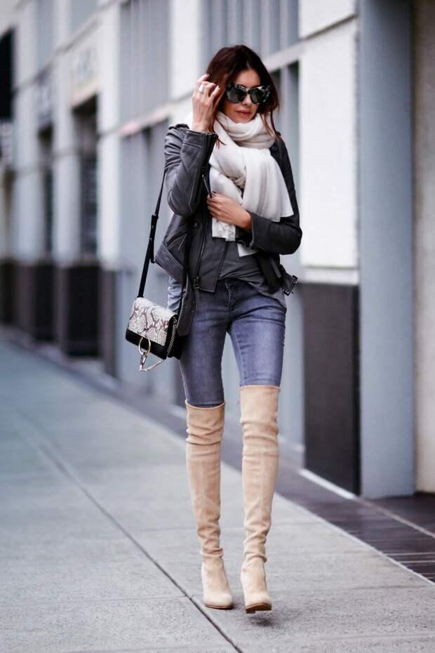 Повседневный образ с джинсами и ботфортами. /Фото: fashionedchic.com