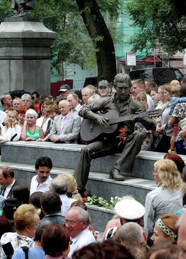 Владимир Высоцкий. Владивосток. Скульптор: П.Чегодаев.