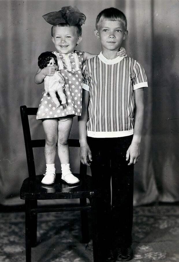 Моя мама родила брата в 63-года и пытается отдать его мне на воспитания. Мой муж и его семья против.