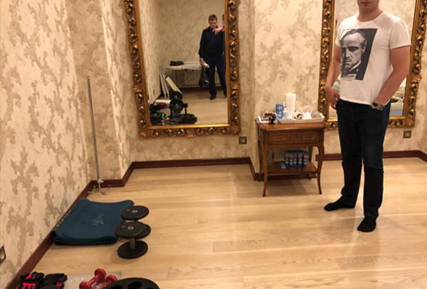 Зеркало, которое скрывает вход в тайник