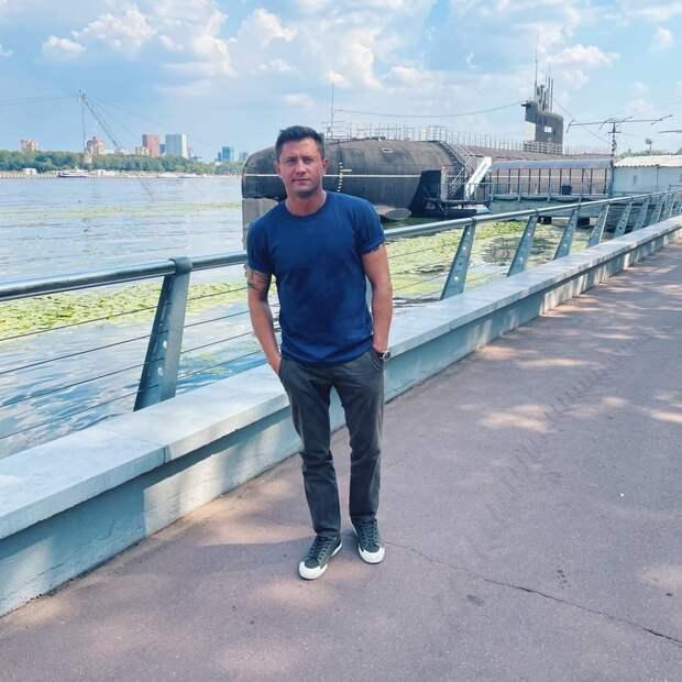 Актер Павел Прилучный «засветился» в парке в Северном Тушине