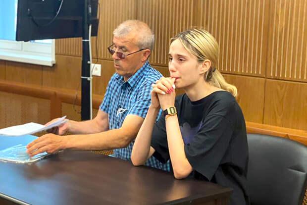 На фото: 18-летняя Валерия Башкирова, сбившая на машине трех детей во время ужесточения меры пресечения в Тверском районном суде. В результате ДТП двое детей умерли в больнице.