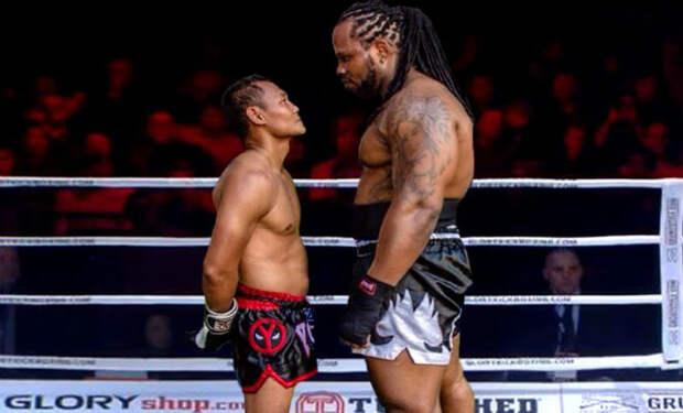 Мастер тайского бокса вышел на ринг к кикбоксеру вдвое большего размера