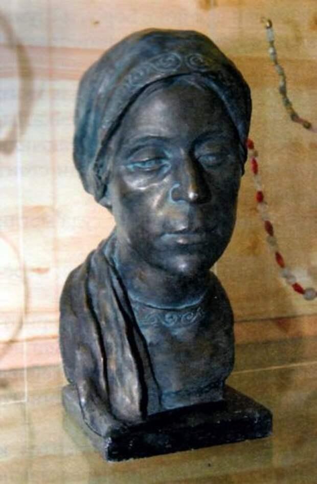Голова рязанской женщины. Конец XI-первая треть XII веков. Реконструкция Г.Лебединской.