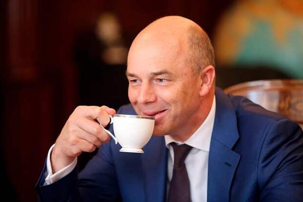 Силуанов обрушился с критикой на бизнес на завтраке в Петербурге за то, что он выводит деньги в офшоры