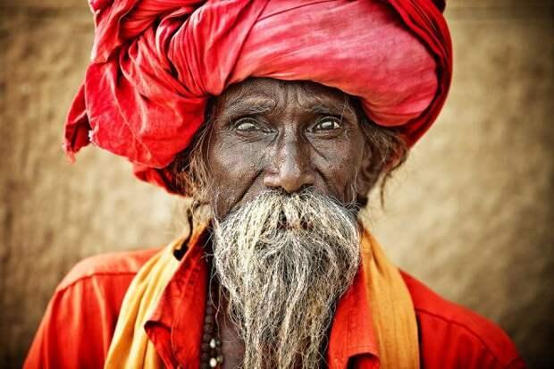 Индус в красной чалме
