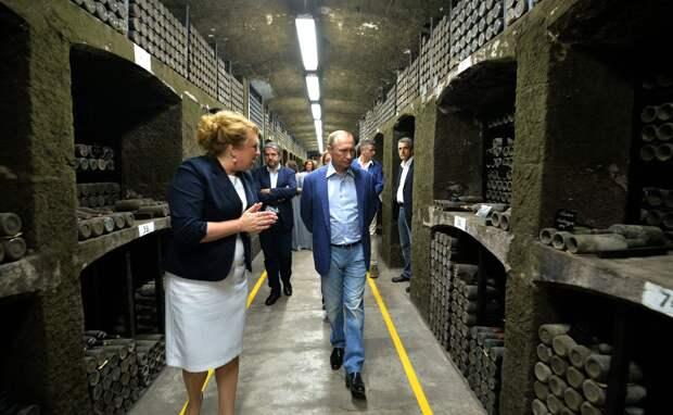 Путин с почетом проводил новую главу Ялты