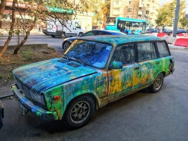 Странный цвет отечественного автомобиля