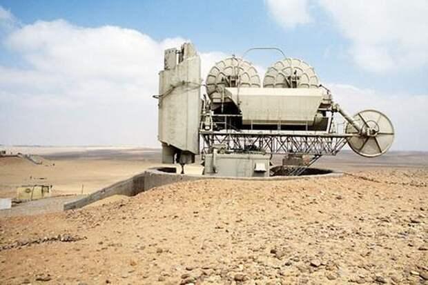 Радарная установка ЗРК С-75 в египетской пустыне. СССР продавал С-75 не только государствам соцлагеря, но и странам третьего мира. В частности, Египту, Ливии и Индии. Фото: Sgt. Stan Tarver/U.S. DoD