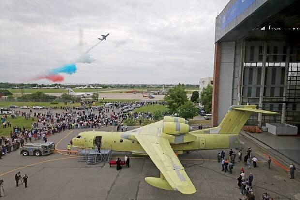 Морская авиация получила первый самолет-амфибию Бе-200ЧС