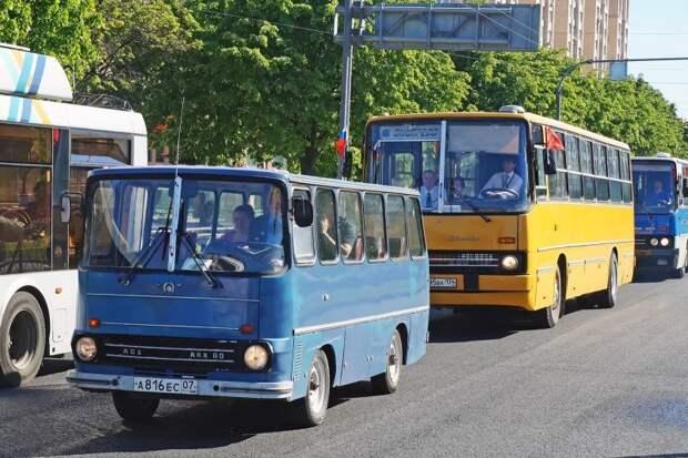 Настоящий и Ненастоящий Венгры — АКХ-60 и Ikarus-260.50. По техпаспорту оба построены в 1991 году АКХ-60, авто, автобус, икарус, олдтаймер, ретро техника, самоделка, самодельный автомобиль