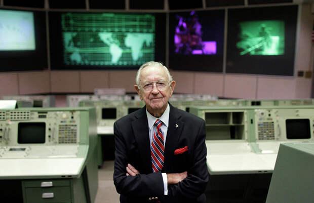 Умер первый руководитель полетов NASA Крис Крафт