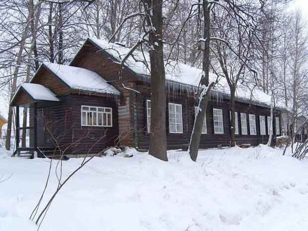 File:Bogorodskoye toy fabric building.JPG