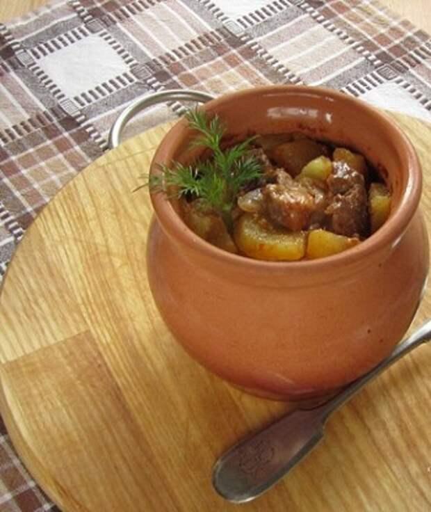 Рецепт мяса с картошкой и грибами в горшочках