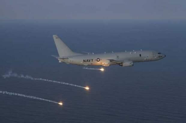 Истребитель Су-30 жёстко перехватил американский самолёт-разведчик в Сирии