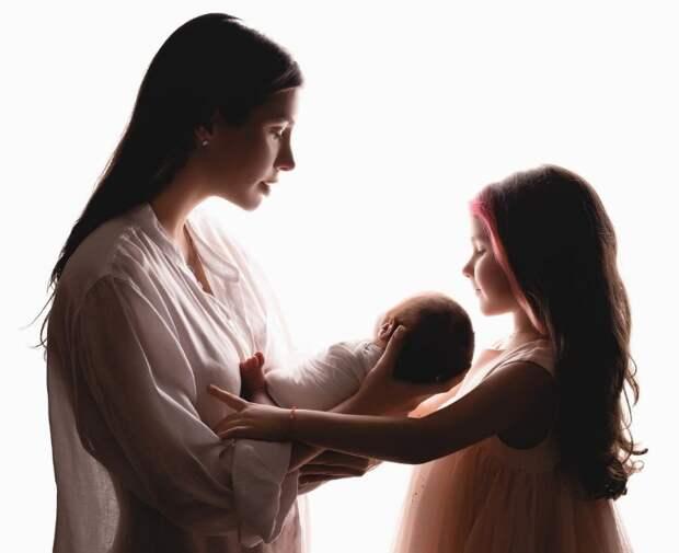 Кети Топурия поделилась новыми фотографиями новорожденного сына