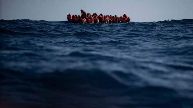 Упобережья Туниса утонули десятки мигрантов, плывших китальянскому острову