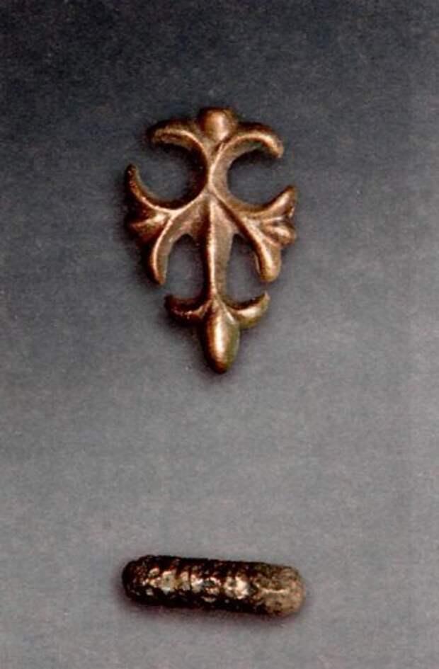 Накладка и элемент застежки для книги, XII век.
