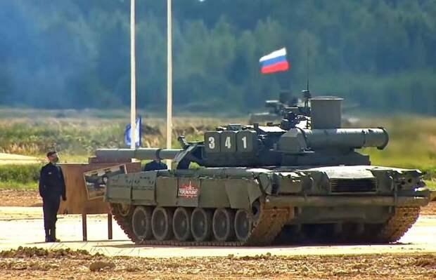 Промахивающиеся российские танки во время показательных стрельб удивили россиян
