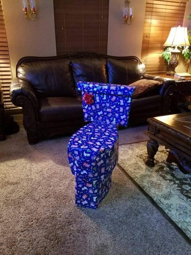 1. Парень каждый год заморачивается с упаковкой подарков для сестры мастера упаковки, подарок, прикол, упаковка