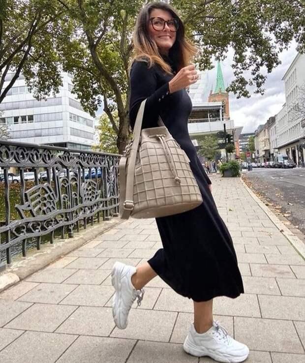 Белые кроссовки ранней осенью: с чем носить кроссовки женщине в возрасте, чтобы быть стильной, а не нелепой