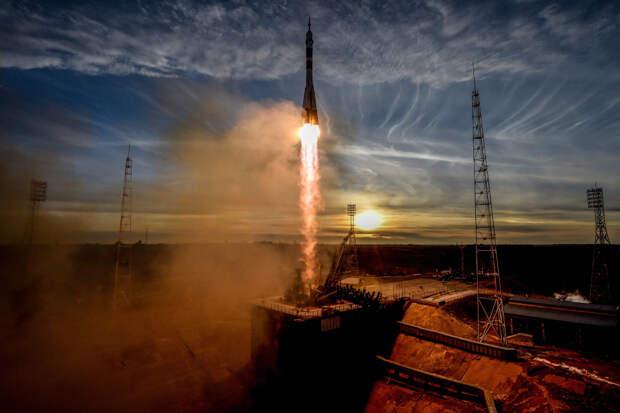 """Ракета-носитель """"Союз МС-11"""""""