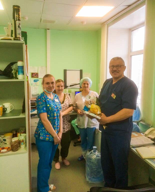 Сибирский хирург делает бесплатные операции детям по всему миру