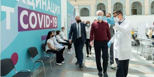 Собянин: В Гостином дворе ежедневно сможет вакцинироваться до 6 тыс человек