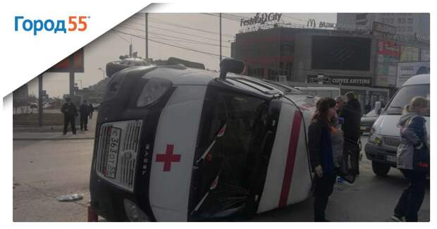 Последствия урагана в Омске: Улетевшие крыши, побитые машины и обломанные деревья