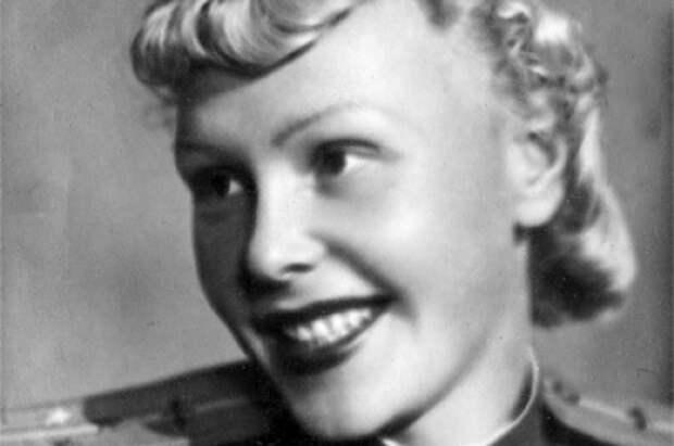 Ольга Лисикова - единственная в годы Второй Мировой войны женщина-командир крупнейших американских транспортных самолетов DC-3 (в СССР более известный под названием «Ли-2») и С-47