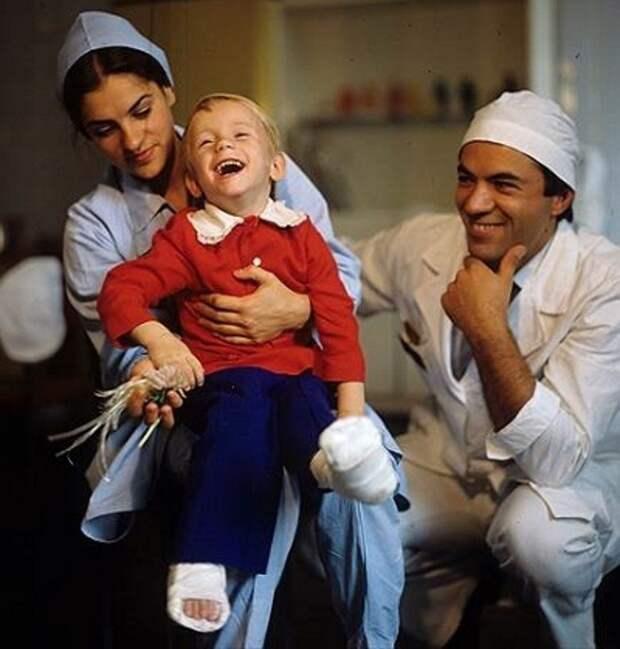 Следующие 8 лет Раса прожила в различных больницах. врачи, девочка, исторические параллели, судьба