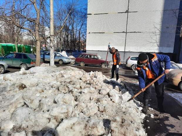 Особое внимание при уборке дворов в Бабушкинском уделили рыхлению снега