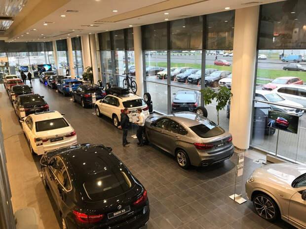 Сотрудник автосалона рассказал, почему новые машины не продают без «допов»