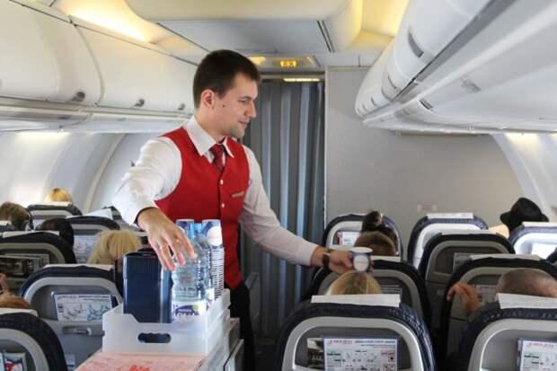 Экс-стюардесса раскрыла зарплаты в экипажах воздушных лайнеров России