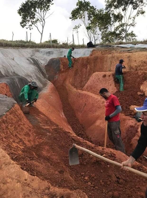 ВБразилии установили 33-метровую вагину, скандальный арт-объект глубиной 6 метров