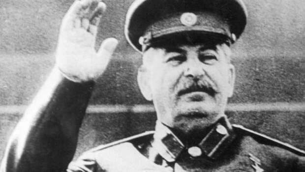 Названа дата начала сбора подписей москвичей за установку фигуры Сталина