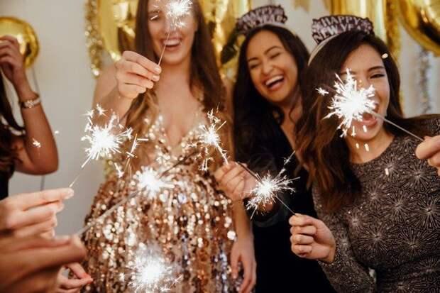 Новогодний образ 2021 для полных женщин: 7 стильных вариантов